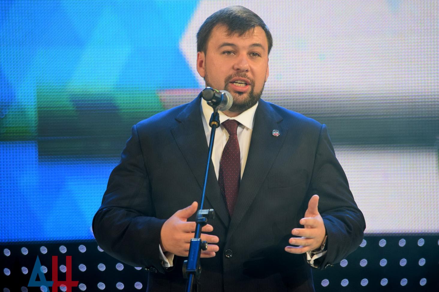 Денис Пушилин поздравил лучших выпускников Республики по итогам 2016/2017 учебного года