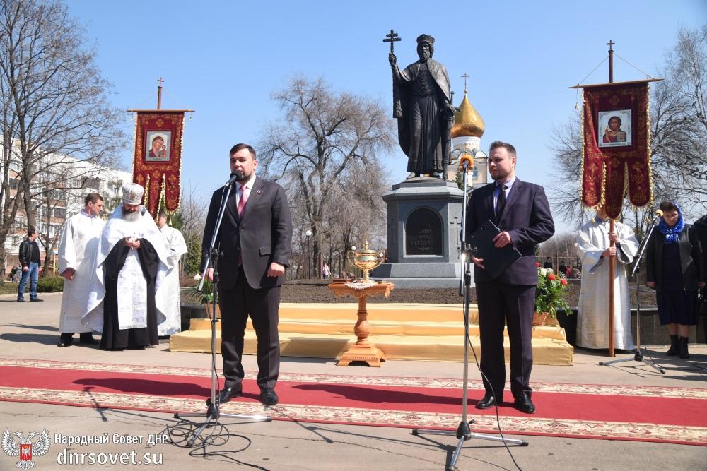 Денис Пушилин принял участие в торжественной церемонии открытия памятника князю Владимиру в Донецке