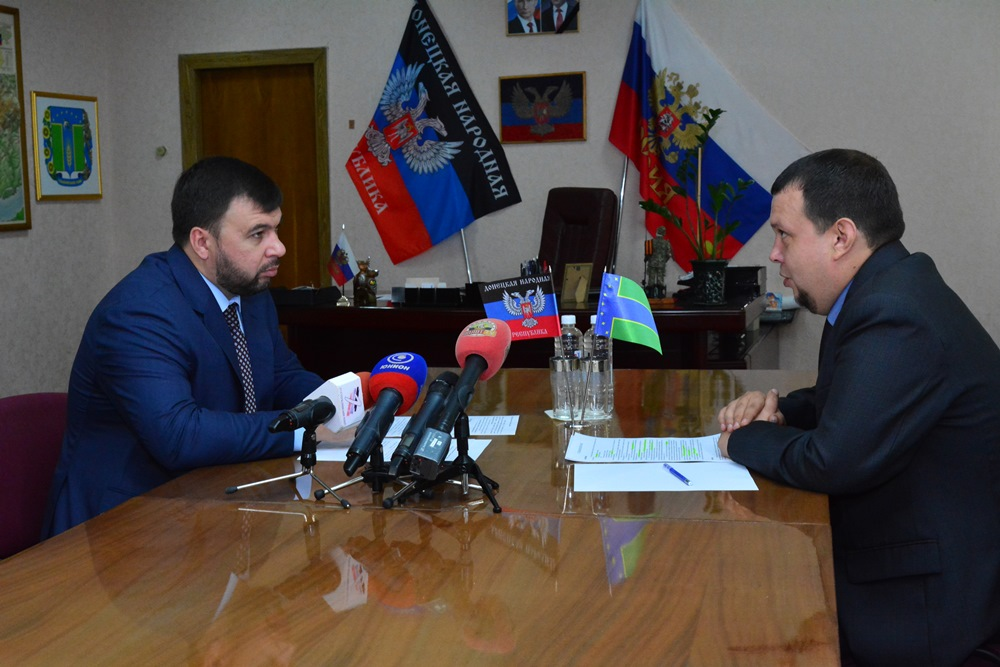 Денис Пушилин провел встречу с и.о.главы Тельмановского районаАлександром Сурсяковым