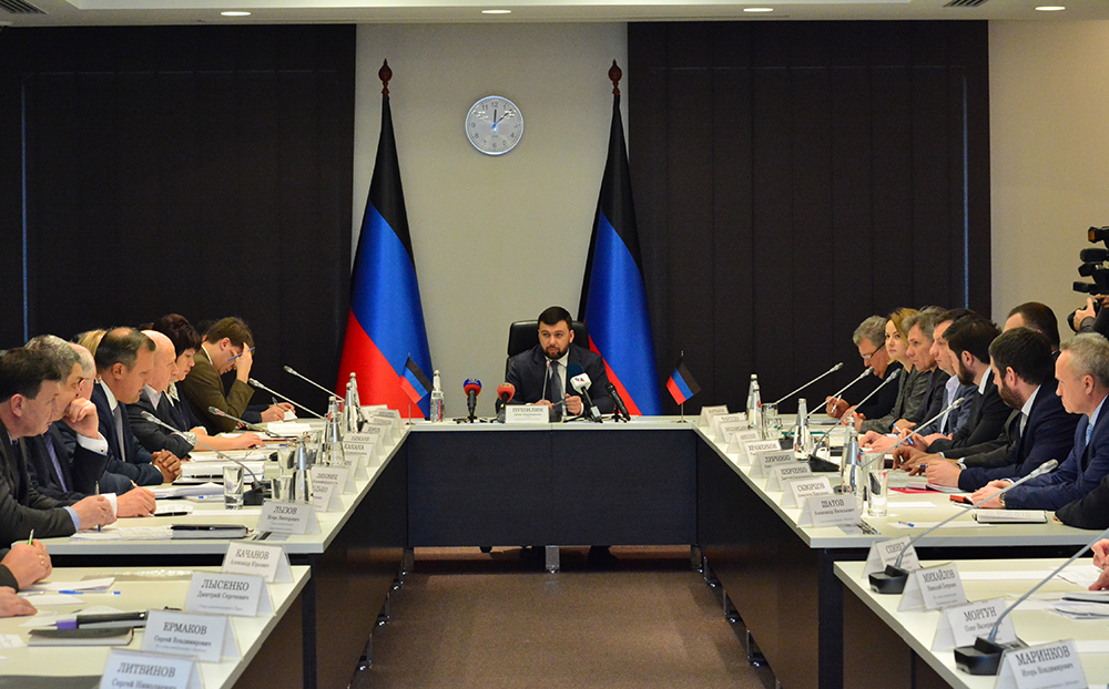 Денис Пушилин дал ряд поручений главам администраций городов и районов Республики