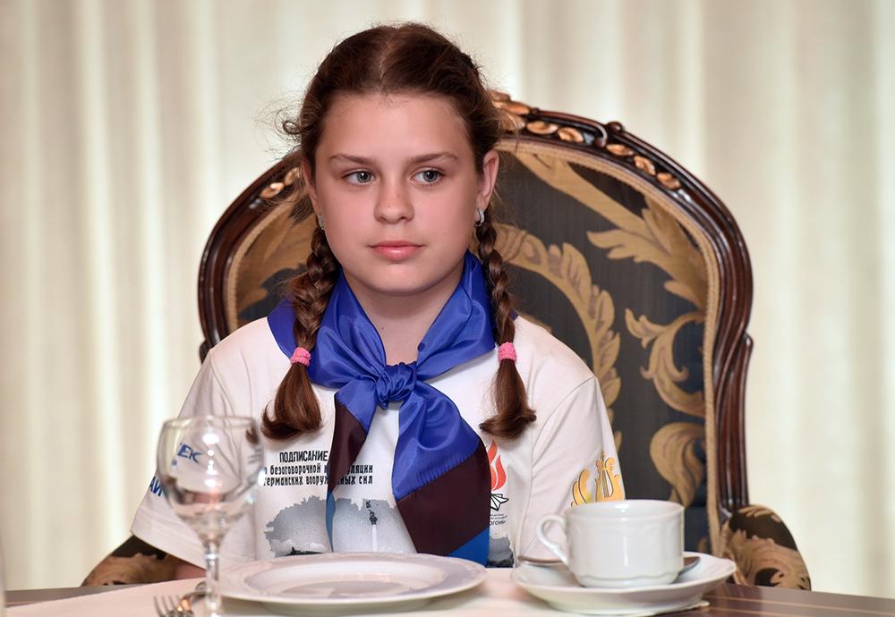 Глава ДНР Денис Пушилин встретился с участниками ассамблеи «Вечный огонь – 2019», проходившей в Артеке