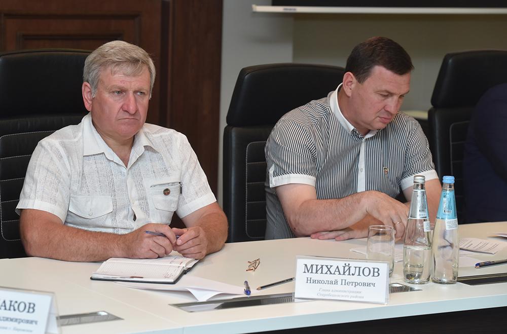 Приобретение спецтехники, готовность к курортному сезону, вывоз ТБО: Денис Пушилин провел совещание с руководителями городов и районов