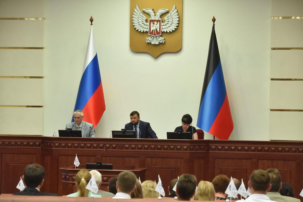 Глава ДНР Денис Пушилин обратился с приветственным словом к участникам первого заседания Общественной палаты