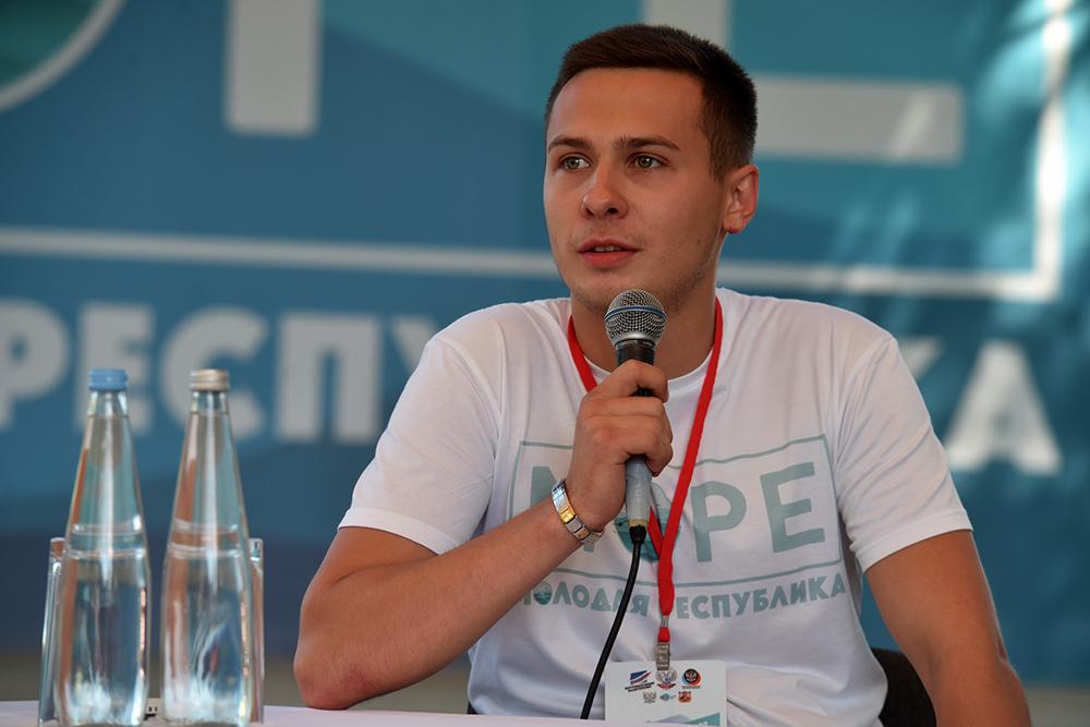 «МоРе» вопросов и предложений: Глава ДНР Денис Пушилин провел «Диалог на равных» с молодыми активистами