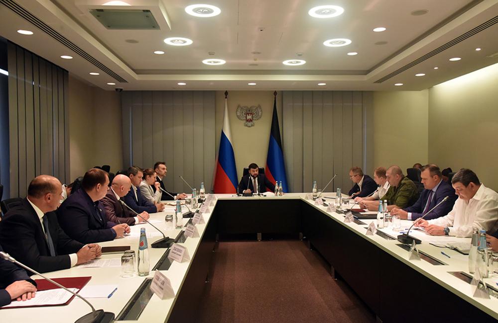 Глава ДНР Денис Пушилин провел совещание по вопросам усиления мер безопасности