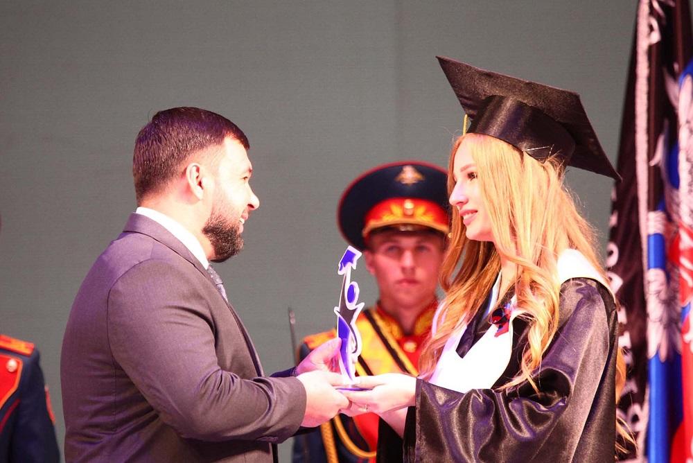 «От вас зависит будущее Донбасса»: Денис Пушилин поздравил лучших выпускников вузов Республики