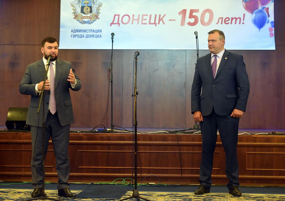 Денис Пушилин: Восстановление ДС «Дружба» и ДМ «Юность» – символичный подарок, который мы можем вместе сделать Донецку