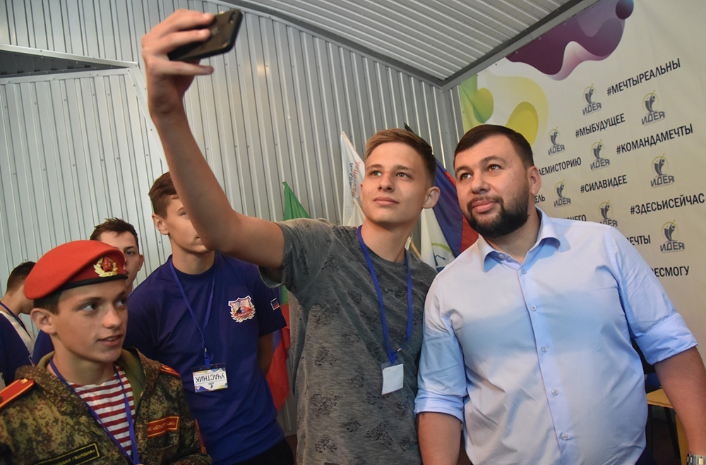 «Мы рассчитываем именно на молодежь»: Денис Пушилин принял участие в молодежном форуме «Идея. Территория возможностей»