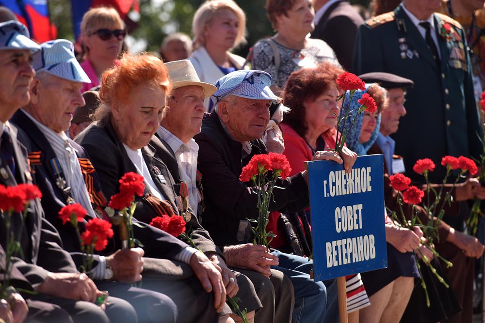 «Наш священный долг - помнить о героизме и подвиге наших дедов и прадедов!»: Денис Пушилин принял участие в митинге на Саур-Могиле