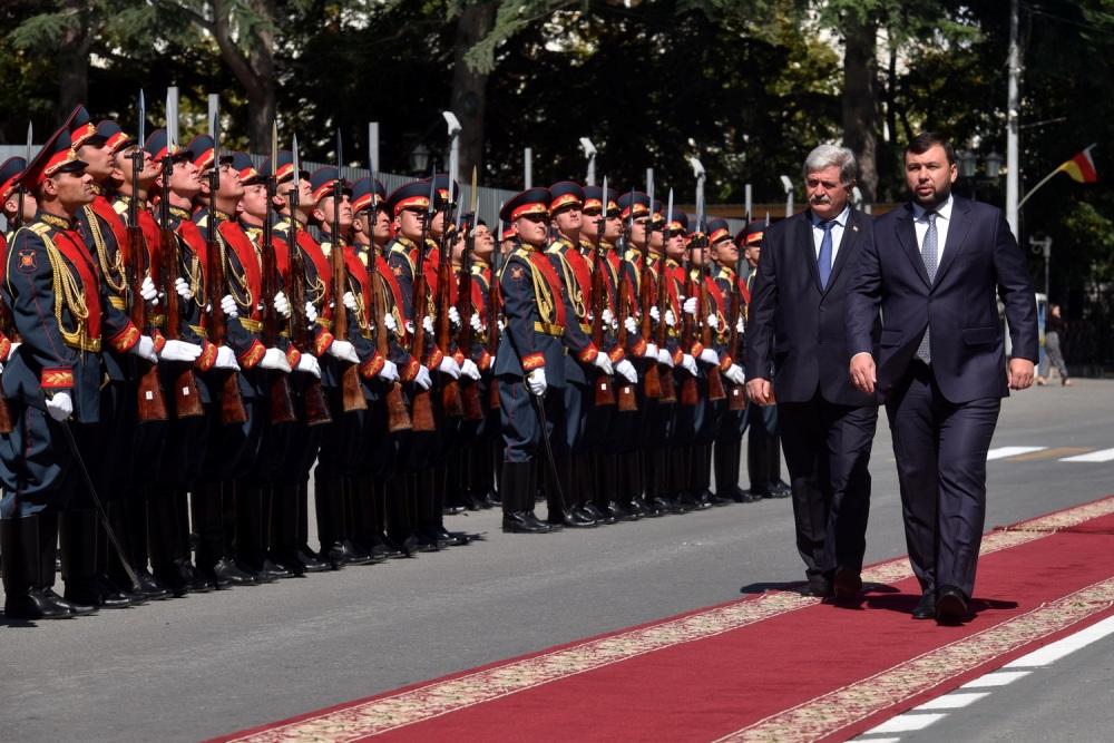 В Администрации Президента РЮО состоялся официальный прием делегации ДНР во главе с Денисом Пушилиным