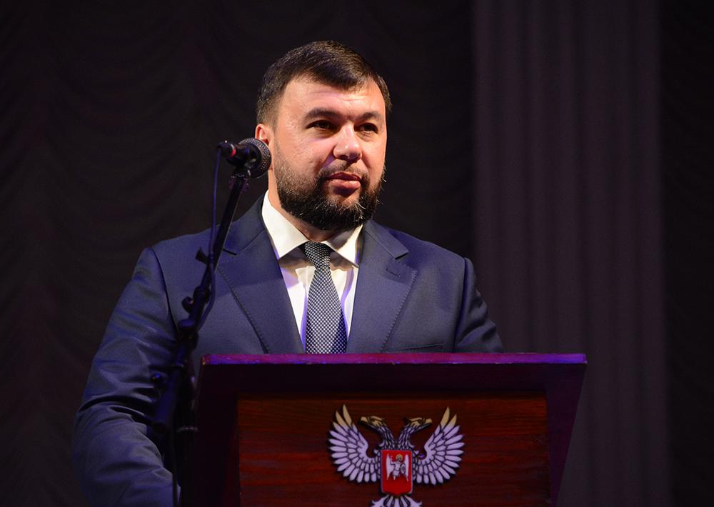 Глава ДНР Денис Пушилин поблагодарил работников образования и науки за вклад в формирование мировоззрения подрастающего поколения