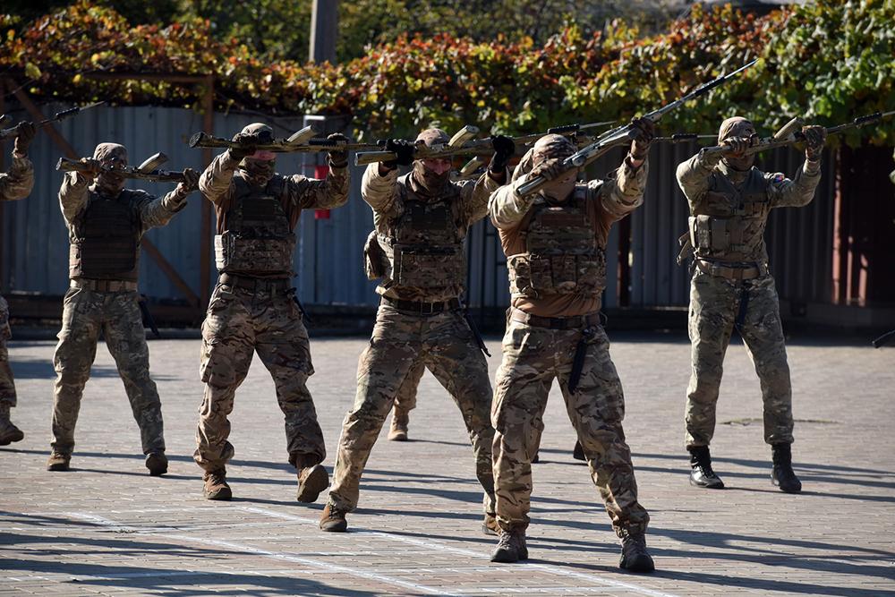 Глава ДНР Денис Пушилин поздравил бойцов Отдельного Краматорского комендантского полка с его первым юбилеем