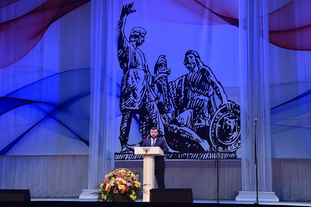 «Нас объединяет общее героическое прошлое и любовь к Отечеству»: Денис Пушилин поздравил жителей ДНР с Днем народного единства