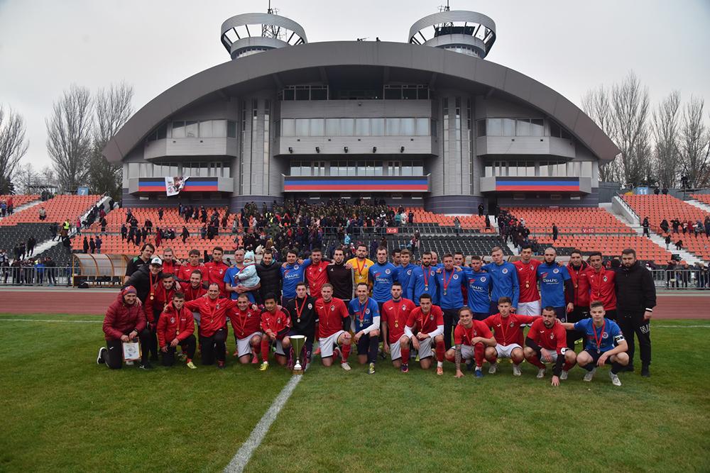 Денис Пушилин вручил Кубок ДНР по футболу донецкой команде «Гвардеец»