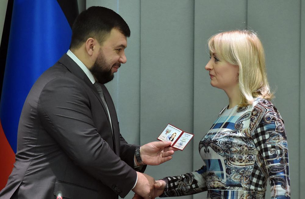 «Люди уповают на справедливые решения судов»: Денис Пушилин вручил удостоверения вновь назначенным судьям
