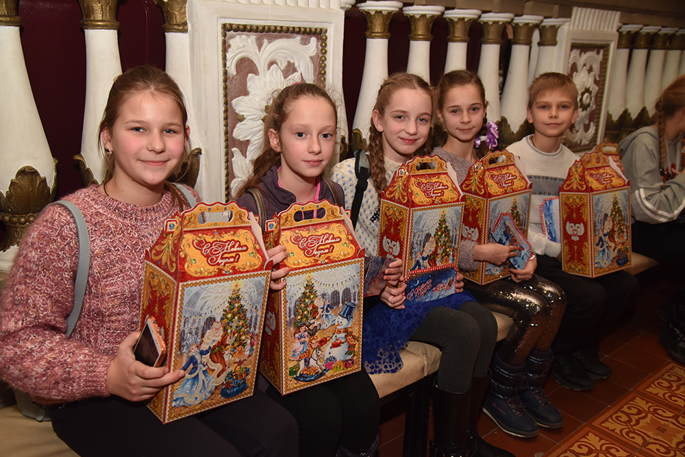 «Время чудес, волшебства, исполнения желаний»: Денис Пушилин поздравил детей Республики с новогодними праздниками