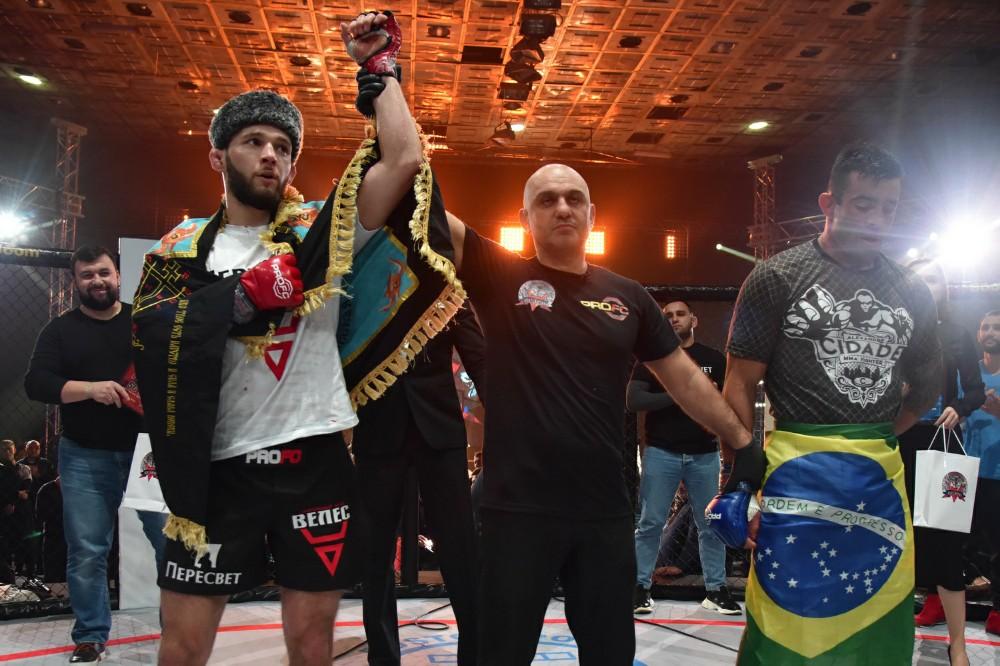 Денис Пушилин поддержал бойцов из ДНР на международном турнире по смешанным единоборствам (фоторепортаж)