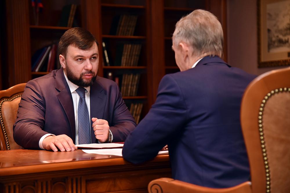 Глава ДНР Денис Пушилин принял годовой отчет министра молодежи, спорта и туризма Александра Громакова