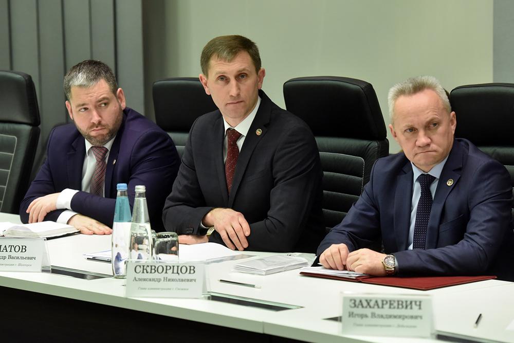 Глава ДНР Денис Пушилин дал ряд поручений на совещании с руководителями администраций городов и районов