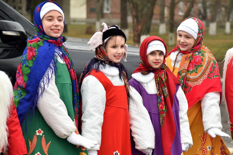 Глава ДНР Денис Пушилин принял участие в народных гуляньях в Новоазовске