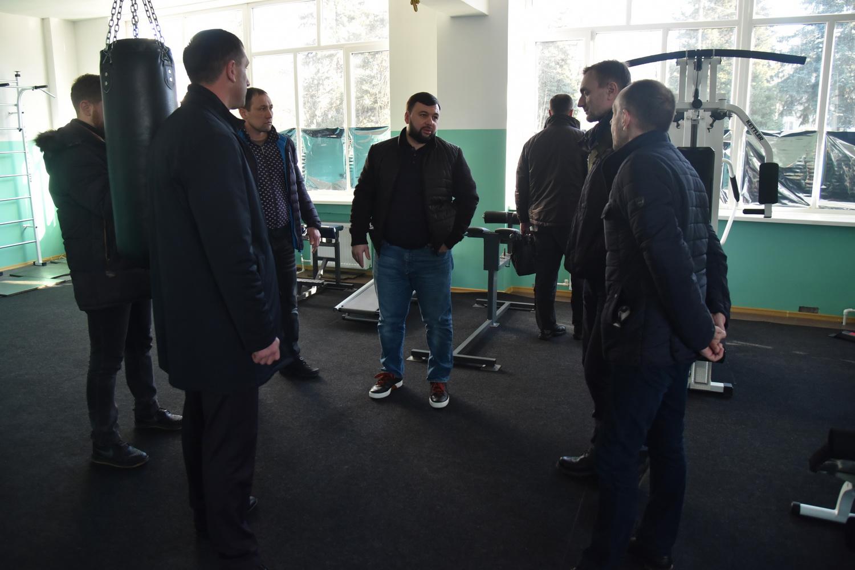 Глава ДНР Денис Пушилин проинспектировал ход восстановления спорткомплекса «Олимп» в Шахтерске