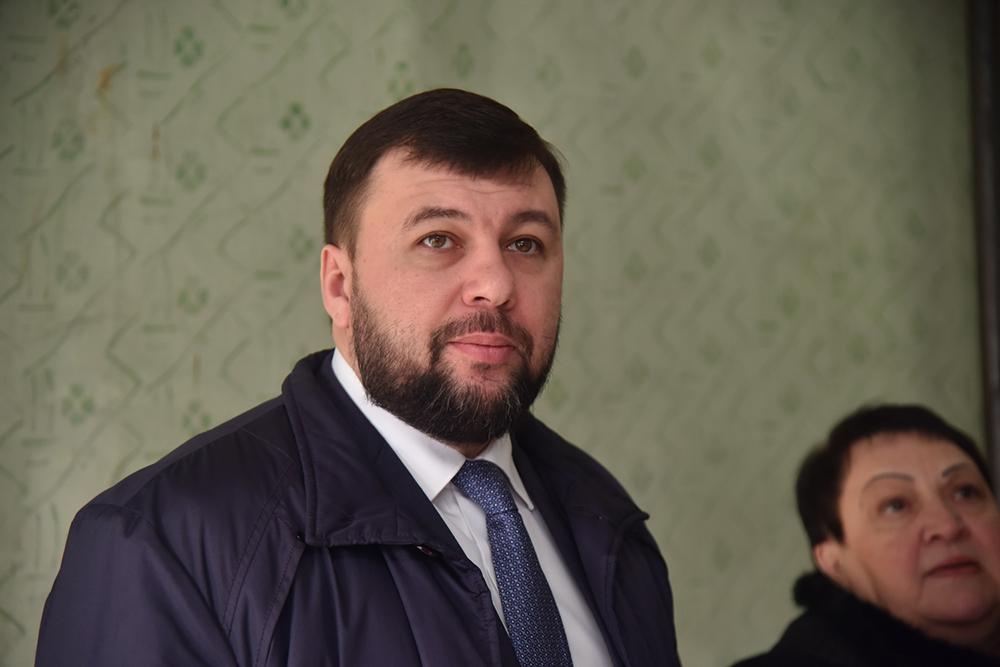 Глава ДНР Денис Пушилин проинспектировал ход ремонта амбулатории в Лидиевке