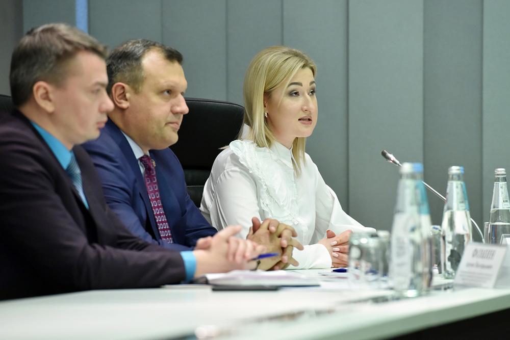 Глава ДНР Денис Пушилин обсудил с представителями общественности вопросы проведения в Республике акции «Бессмертный полк»