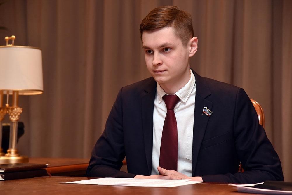 Денис Пушилин: Молодежный парламент – важный инструмент партнерства между молодежью и властью