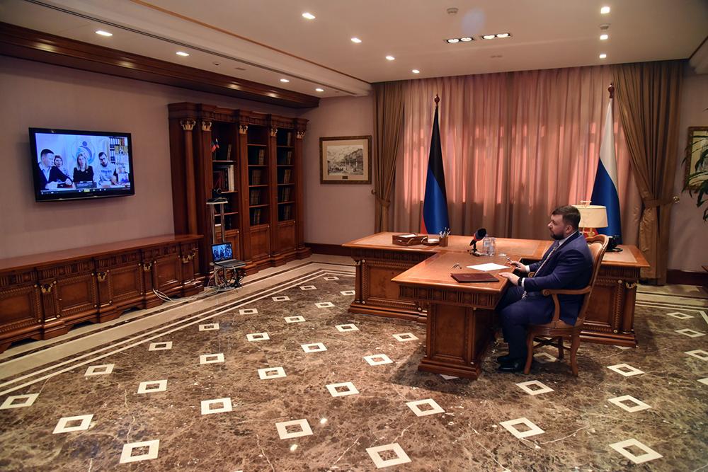 «Кризисная ситуация расставляет все по своим местам»: Денис Пушилин провел совещание с оперативным штабом при ОД «ДР»