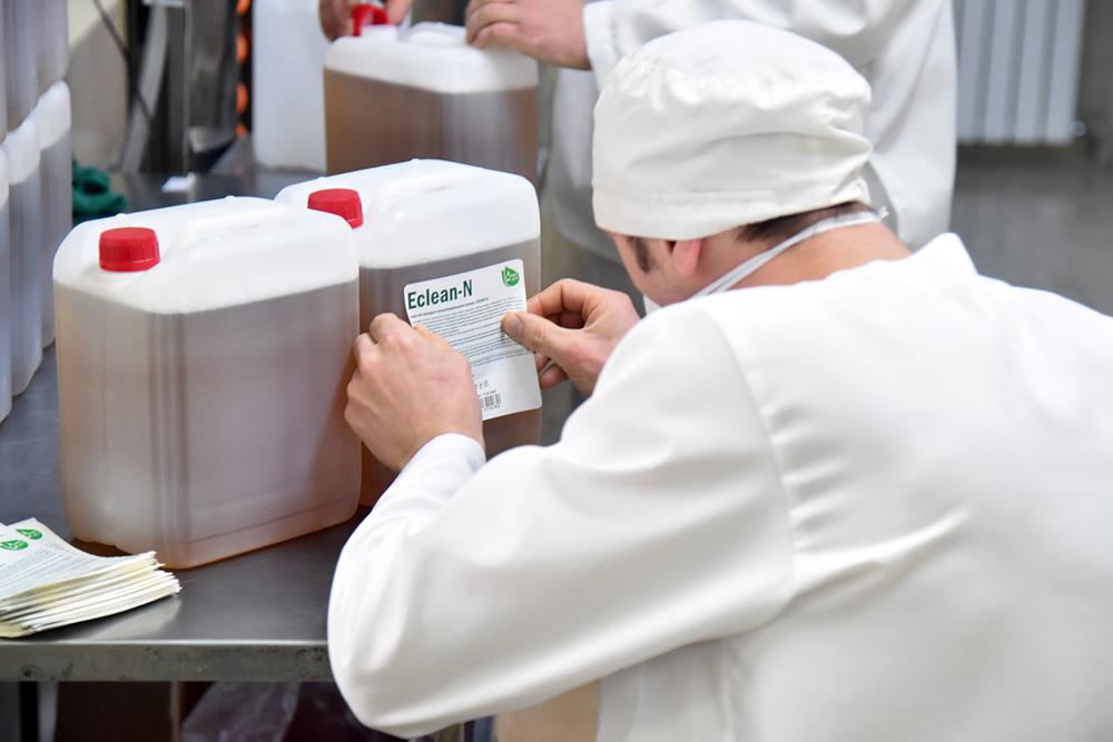 Глава ДНР Денис Пушилин посетил предприятие по производству дезинфицирующих и антисептических средств