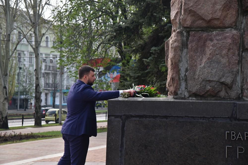 Глава ДНР Денис Пушилин возложил цветы к памятнику легендарному командиру Францу Гринкевичу