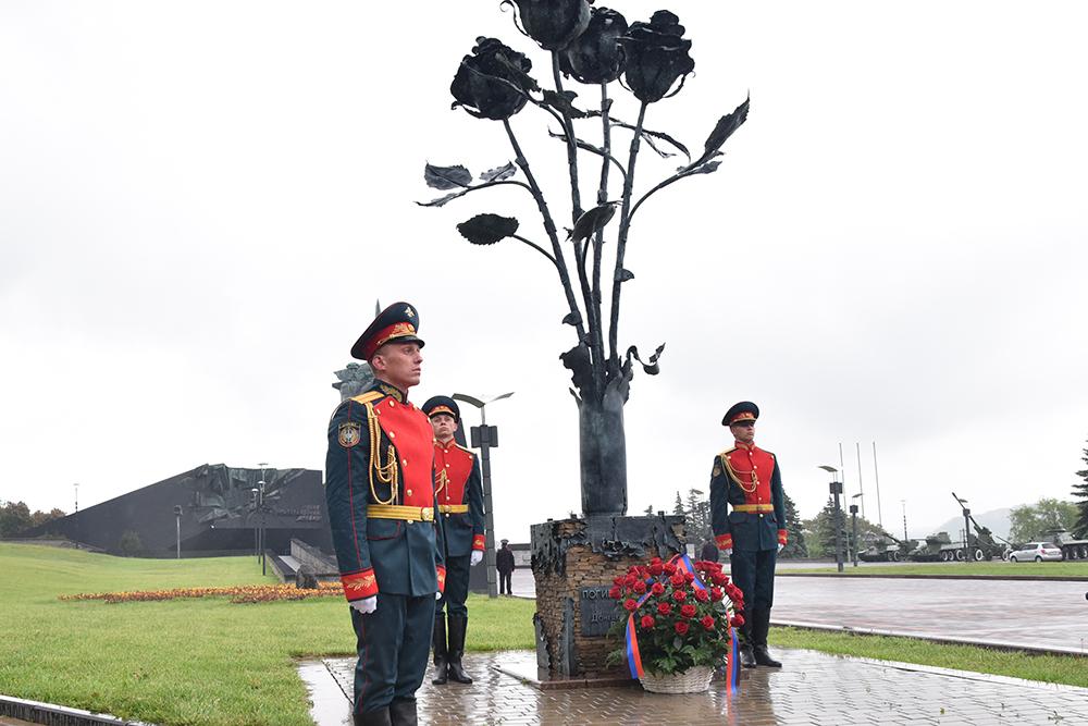 Глава ДНР Денис Пушилин почтил память граждан Республики, погибших в результате украинской агрессии