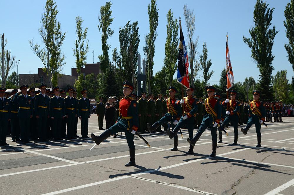«Общий праздник для всех жителей Республики»: Денис Пушилин поздравил первых выпускников ДонВОКУ с окончанием вуза
