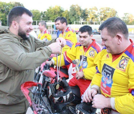 Денис Пушилин приветствовал участников юбилейного турнира по мотоболу в Енакиево